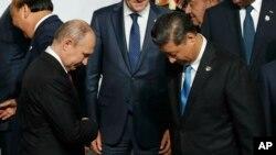 Tập Cận Bình (phải) trong lần gặp gỡ Putin tại G20, Osaka, Nhật Bản, 28 tháng Sáu, 2019.(Foto: Kim Kyung-Hoon/Pool Photo via AP)