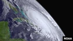 Foto de satélite del huracán Joaquín cuando se encontraba sobe las islas Bahamas.