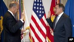 Leon Panetta is sworn is as Defense Secretary Pentagon General Counsel Jeh Johnson, at the Pentagon, July 1, 2011