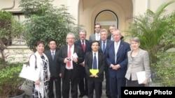 LS Nguyễn Văn Đài trong một cuộc gặp với các dân biểu Đức