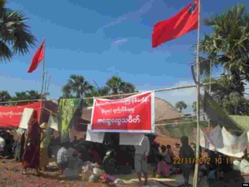 Protesters at their camp at a Chinese-backed copper mine, Monywa, Burma, November 22, 2012. (VOA Burmese Service)