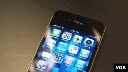 Ponsel pintar iPhone-4 buatan perusahaan Apple.