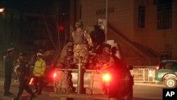 نیرو های پولیس افغان در جوار هوتل سرینا