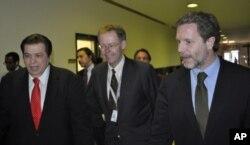 Υποδοχή κ. Γερουλάνου από τον Γεν. Δ/ντή της VOA, Dan Austin (κέντρο) και τον Δ/ντή της Ελληνικής Υπηρεσίας, Γιώργο Μπίστη