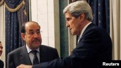 Menlu AS John Kerry (kanan) dalam pertemuan dengan PM Irak Nouri al-Maliki di Baghdad hari Minggu (24/3).