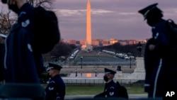 Pengamanan ketat diberlakukan di ibu kota Washington DC menjelang pelantikan presiden seperti tampak Senin (18/1).