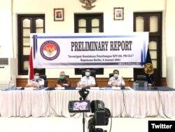 Laporan pendahuluan KNKT terkait investigasi kecelakaan pesawat Sriwijaya Air SJ182 rute Jakarta - Pontianak yang terjadi di Sekitaran Kepulauan Seribu pada 9 Januari 2021 lalu, di Jakarta, 10 Februari 2021. (Foto: Twitter KNKP)