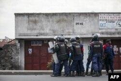 Kivu-Norte, Polícia afasta manifestantes durante a campanha eleitoral