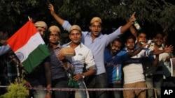 巴基斯坦和印度舉行5年來第一次板球系列賽﹐球迷準備進場觀看比賽。