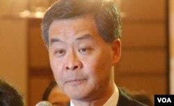 梁振英今年3月中在特首選舉電視論壇,質詢對手唐英年的違建是公開說謊