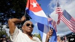 Người biểu tình phản đối kế hoạch bình thường hóa quan hệ với Cuba của Tổng thống Barack Obama ngày 20 tháng 12 năm 2014.