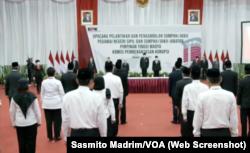 Pelantikan pegawai KPK menjadi aparatur sipil negara (ASN) di Jakarta, Selasa, 1 Juni 2021. (Foto: tangkapan layar/Sasmito Madrim/VOA)