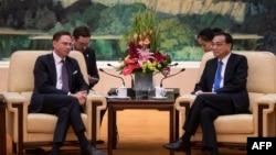 Phó Chủ tịch Ủy ban châu Âu Jyrki Katainen dự cuộc họp với Thủ tướng Trung Quốc Lý Khắc Cường tại Đại lễ đường Nhân dân ở Bắc Kinh, ngày 25/6/2018.