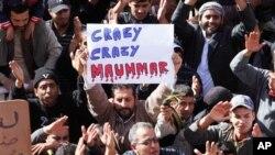 가다피를 규탄하는 리비아인들