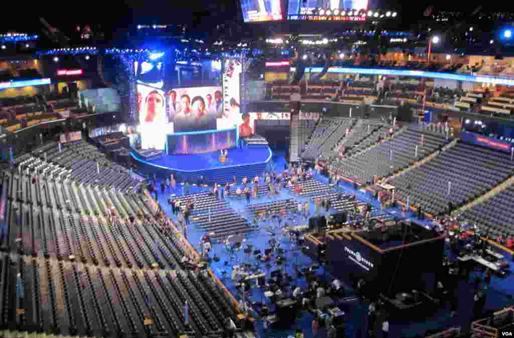 Rehearsals taking place ahead of the Democratic National Convention in Charlotte, North Carolina, September 3, 2012. (N. Pinault/VOA)