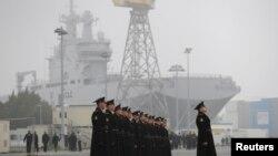 Rusya'ya teslim edilmesi beklenen Vladivostok gemisi Fransa'nın Saint-Nazaire limanında bekletiliyor