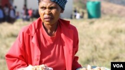 Community members serve food to all the people who've gathered to be tested for HIV at Bulungula (D. Taylor/VOA)