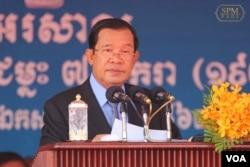 លោកនាយករដ្ឋមន្ត្រី ហ៊ុន សែន ថ្លែងសុន្ទរកថាក្នុងពិធីអបអរសាទរខួប៤១ឆ្នាំ នៃថ្ងៃទិវាជ័យជម្នះ៧មករាលើរបបខ្មែរក្រហម នៅមជ្ឈមណ្ឌលកោះពេជ្រក្នុងរាជធានីភ្នំពេញ កាលពីថ្ងៃទី៧ ខែមករា ឆ្នាំ២០២០។ (Facebook/Samdech Hun Sen Official Page)