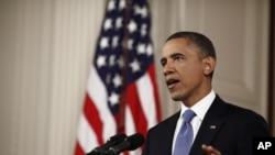 """奧巴馬總統在高等法院對被稱為""""支付得起的醫療法律""""的裁決後在白宮東廳發表講話"""