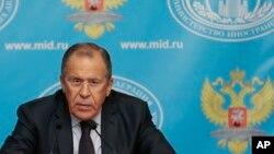 El ministro de Exteriores ruso, Sergei Lavrov, anuncia los planes de un segundo convoy de ayuda a Ucrania.