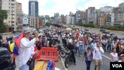 En esta imagen se nota la cantidad de venezolanos que se unieron hoy a la marcha en contra de las políticas del actual gobierno del país caribeño. 1 de abril de 2017. Foto: Álvaro Algarra / VOA.