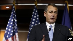 """Prezidan Chanm Depite a, John Boehner, ap pale ak laprès apre chanm nan te rejte, jedi 20 desanm 2012 la, lide vòt sou """"Plan B"""" li te patwone a."""