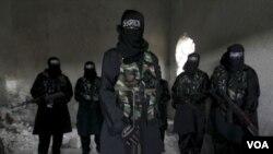 2013年2月17在敘利亞阿勒頗接受軍事訓練女性恐怖分子。