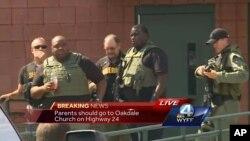 Hình ảnh được lấy từ đoạn phim do WYFF cung cấp cho thấy các nhân viên thực thi pháp luật phản ứng sau các báo cáo về vụ nổ súng ở trường tiểu học Townville, South Carolina, ngày 28 tháng 9 năm 2016.
