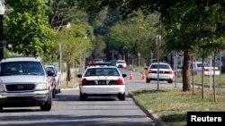 La policía informó que oficiales dispararon al muchacho, identificado como Tamir Rice, después de que éste no levantó las manos cuando fue ordenado.