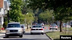 오하이오 경찰들이 길 차단하고 있다. (자료사진)
