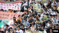 香港民間人權陣線發起的71大遊行,過去10年都以爭取民主及普選為主要訴求(美國之音湯惠芸)