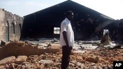 Một nhà thờ bị đốt cháy trong vụ bạo động sắc tộc ở thành phố Jos. Nhóm Boko Haram đã nhận trách nhiệm về nhiều vụ tấn công nhắm vào các nhà thờ ở Nigeria