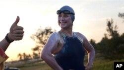 Perenang Penny Palfrey di Havana, Kuba sebelum mulai berenang melintasi selat Florida (29/6).