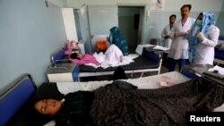 지난 29일 미군의 헤라트 공습으로 부상당한 여성이 병원에서 치료를 받고 있다.