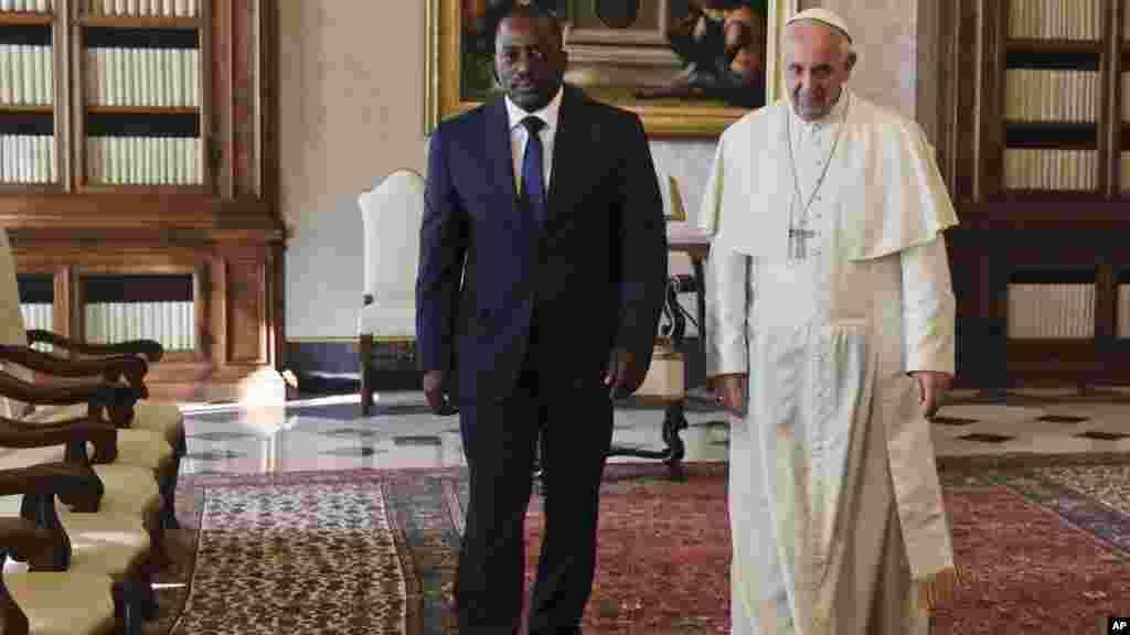Le pape François et le président du Congo Joseph Kabila, lors d'une audience privée, au Vatican, le 26 septembre 2016.