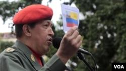 """Hugo Chávez fue a la céntrica Plaza Bolívar y declaró que enfrenta la batalla """"más grande"""" de su vida."""
