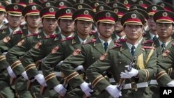 행진하는 중국 인민해방군
