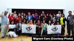 Migrant Care bantu pekerja migran di Hong Kong yang masih belum mendapat informasi untuk memberikan suara hari Minggu (14/4) (courtesy: Migrant Care)