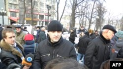 """Vài trăm nhà hoạt động do ông Sergei Udaltsov dẫn đầu bất chấp nhiệt độ băng giá tham gia cuộc biểu tình có tên là """"Ngày Uất hận"""""""
