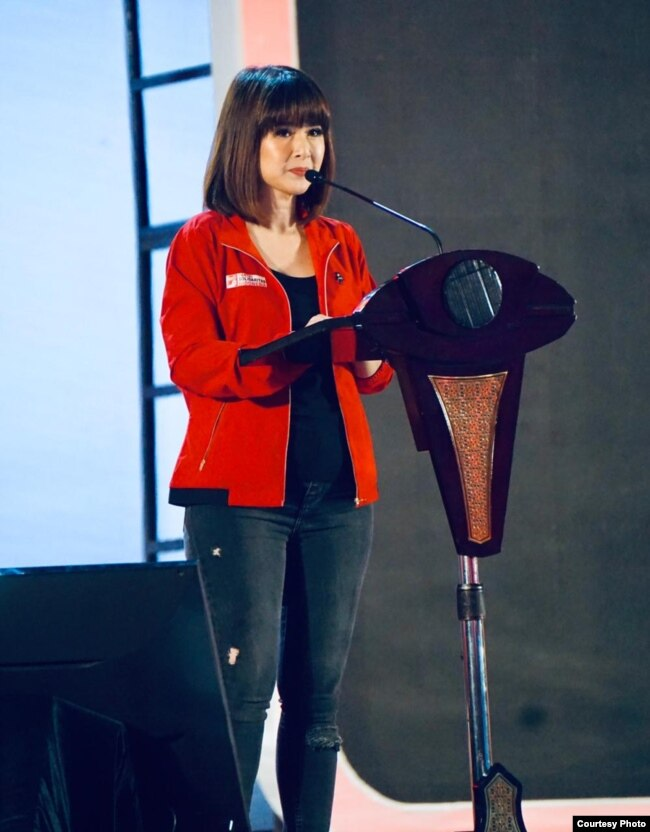 Ketua PSI Grace Natalie menyampaikan pidato di peringatan ulang tahun PSI keempat di ICE BSD, Tangerang, Minggu (11/11). (Courtesy: Grace Natalie)