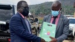 Bwana Bizoza Careme uyobora intara ya Cibitoke mu Burundi na Bwana Francis Habitegeko uyobora intara y'Uburengerazuba mu Rwanda