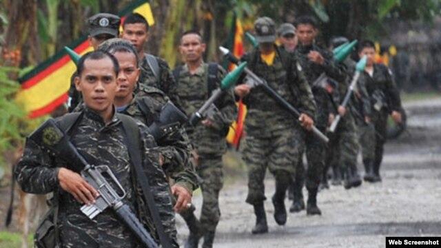 Tentara pemberontak Moro (MNLF) menyerbu kelompok militan Abu Sayyaf yang menolak membebaskan sandera (foto: dok).