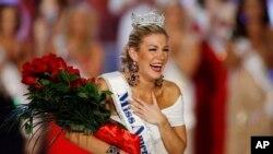 Reaksi Mallory Hytes Hagan pada saat dipilih sebagai pemenang Miss America 2013, 12 Januari 2013. (Foto:Dok)
