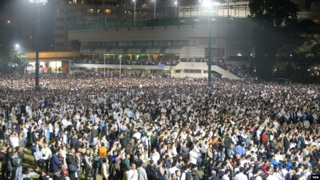 香港警协大会数万人挺被判刑七警