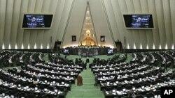 ایران د غبرګون په توګه د بریتانیې سره اړیکې کموي