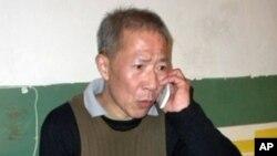 武漢民主人士秦永敏2010年11月獲釋後在家中(維權網)