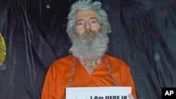 這幅萊文森的照片﹐是他的家人於2011年4月接獲。
