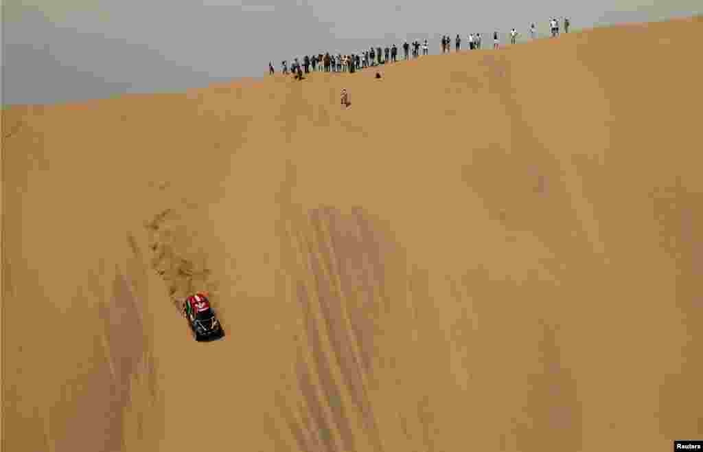កីឡាករ Orlando Terranova និងកីឡាករ Bernard Graue របស់ក្រុមMini X-Raid ចូលរួមការប្រកួត Dakar Rally First Stage ឆ្នាំ២០១៨ ចាប់ពីក្រុង Lima ដល់ក្រុង Pisco ប្រទេសប៉េរូ កាលពីថ្ងៃទី៦ ខែមករា ឆ្នាំ២០១៨។