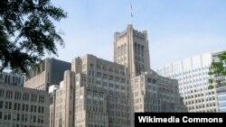 노스웨스턴대학교 의과대학 건물. 1923년에 지어진 몽고메리워드 의과대학 빌딩은 대학 건물 중 '최초'의 초고층 빌딩으로 유명하다.