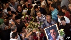 El disidente y líder del Movimiento Cristiano Liberación, Oswaldo Payá, fue sepultado este martes en el cementerio de La Habana.